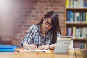 Terminaste tu carrera ¿qué sigue, comenzar a trabajar o estudiar un posgrado?